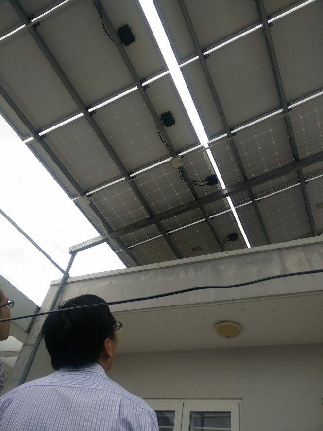 Đầu tư năng lượng mặt trời của một hộ dân tại đường số 15 khu dân cư Bình Hưng