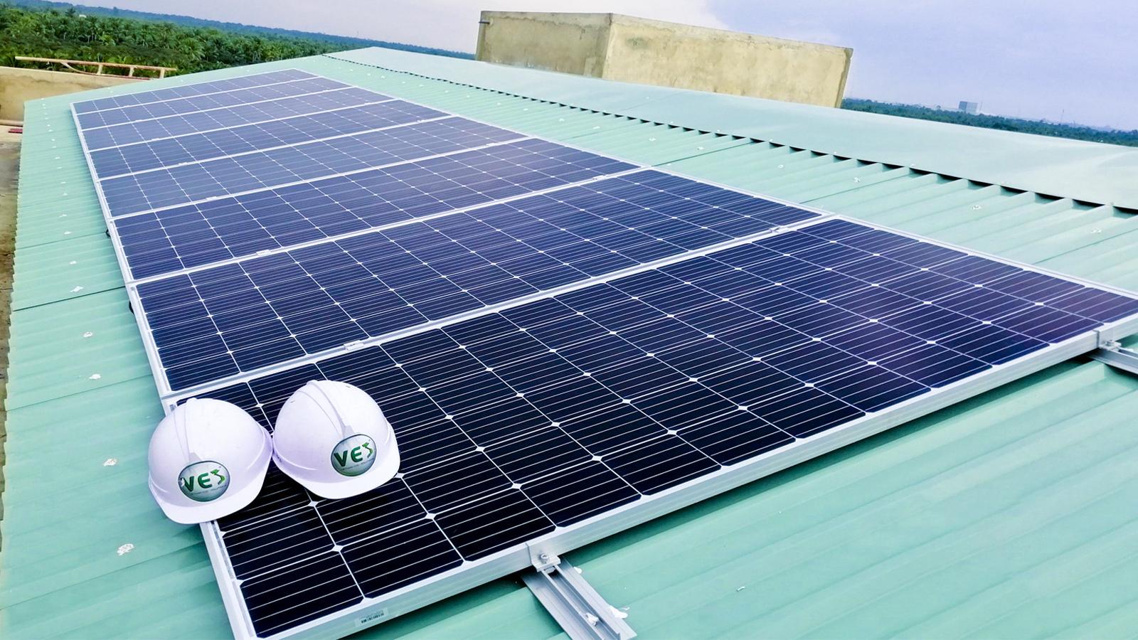 Chuyển đổi ánh sáng mặt trời thành năng lượng sạch với các tấm pin mặt trời trên mái nhà hiện tại của bạn