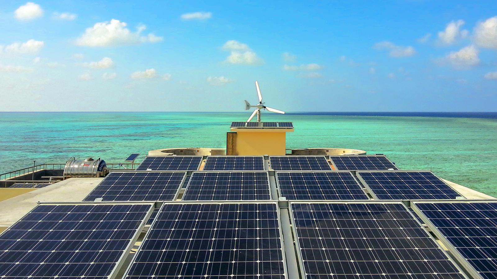 Điện năng lượng mặt trời kết hợp điện gió tại quần đảo Trường Sa